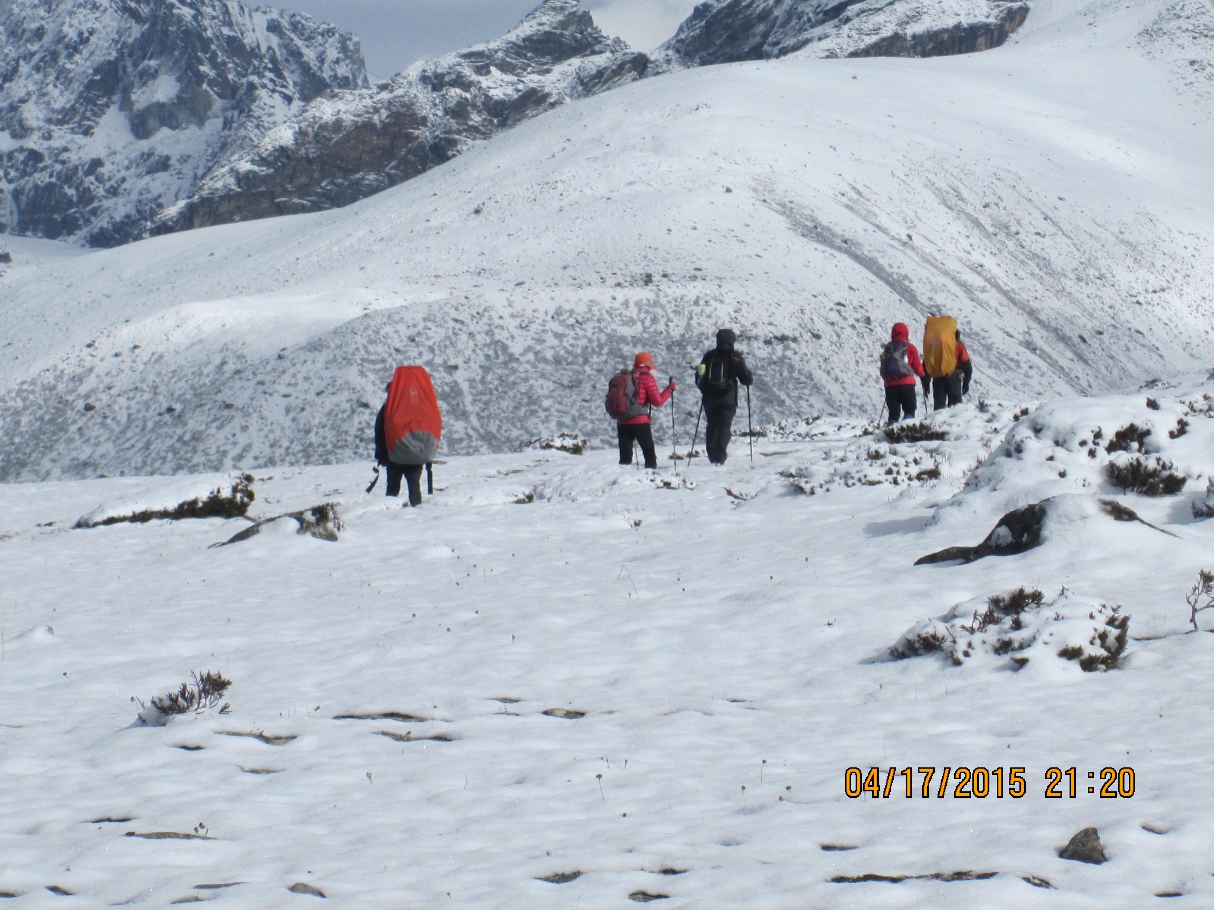 Everest as' Snow bank' trek