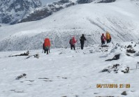 Everest as' Snow bank' trek